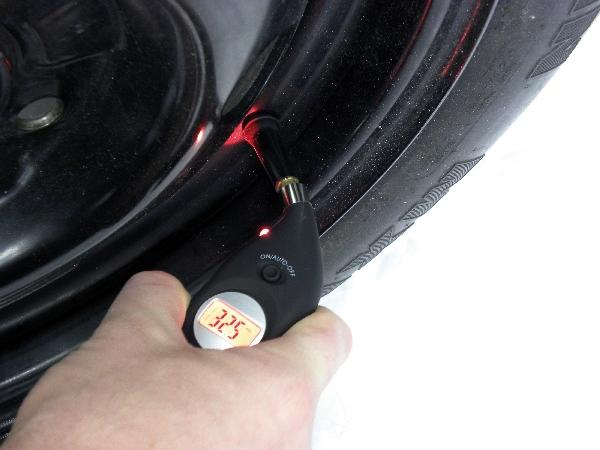 Carpoint Digitale bandenspanningsmeter solar 23210